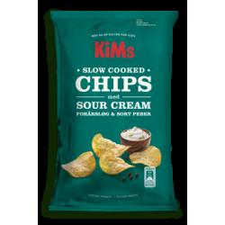 KiMs Slow Cooked Chips med Sour Cream Forårsløg og Sort Peber